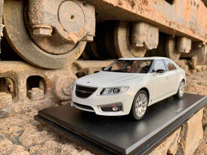 Neu von DNA Collectibles - der Saab 9-5 Aero