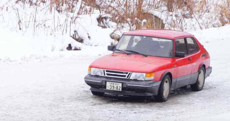 Drive my car - Doraibu mai kā - Japanischer Kinofilm mit Saab 900.