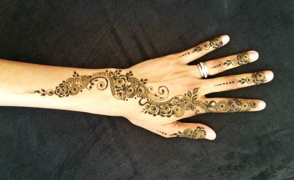 henna-left-hand