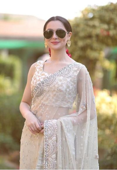 Hania Amir Looks Stunning in Her New Photo Shoot - Pictures