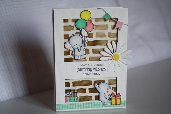 Une carte d'anniversaire avec un envol d'elephant !