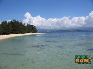 A sweeping beach at Manukan Island, Kota Kinabalu