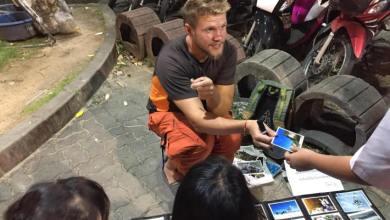 Photo of Тайцы поддерживают иностранца, который незаконно продаёт свои фото, чтобы оплатить билет домой