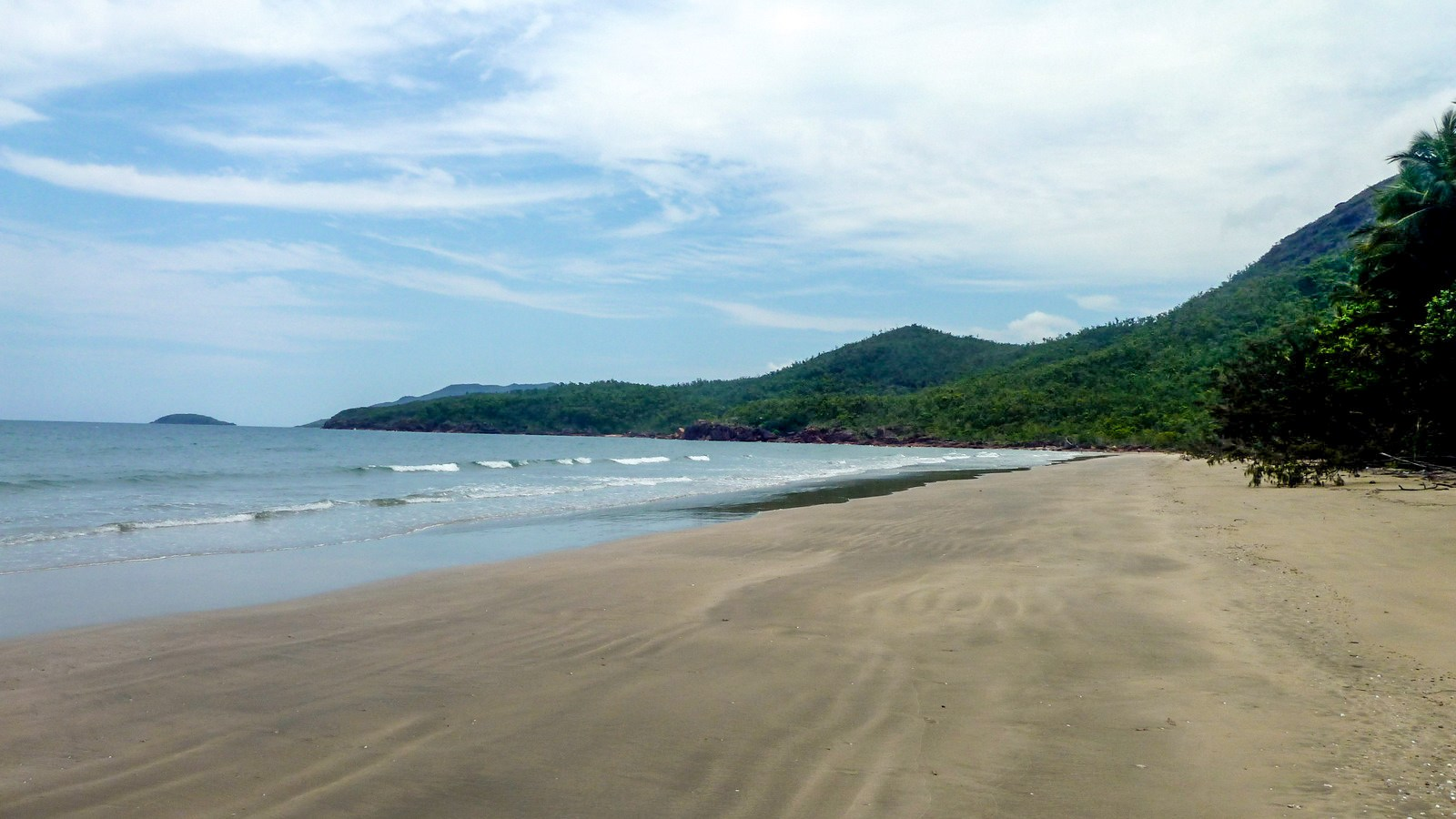 this is a photo of a sandy beach of hinchinbrook island