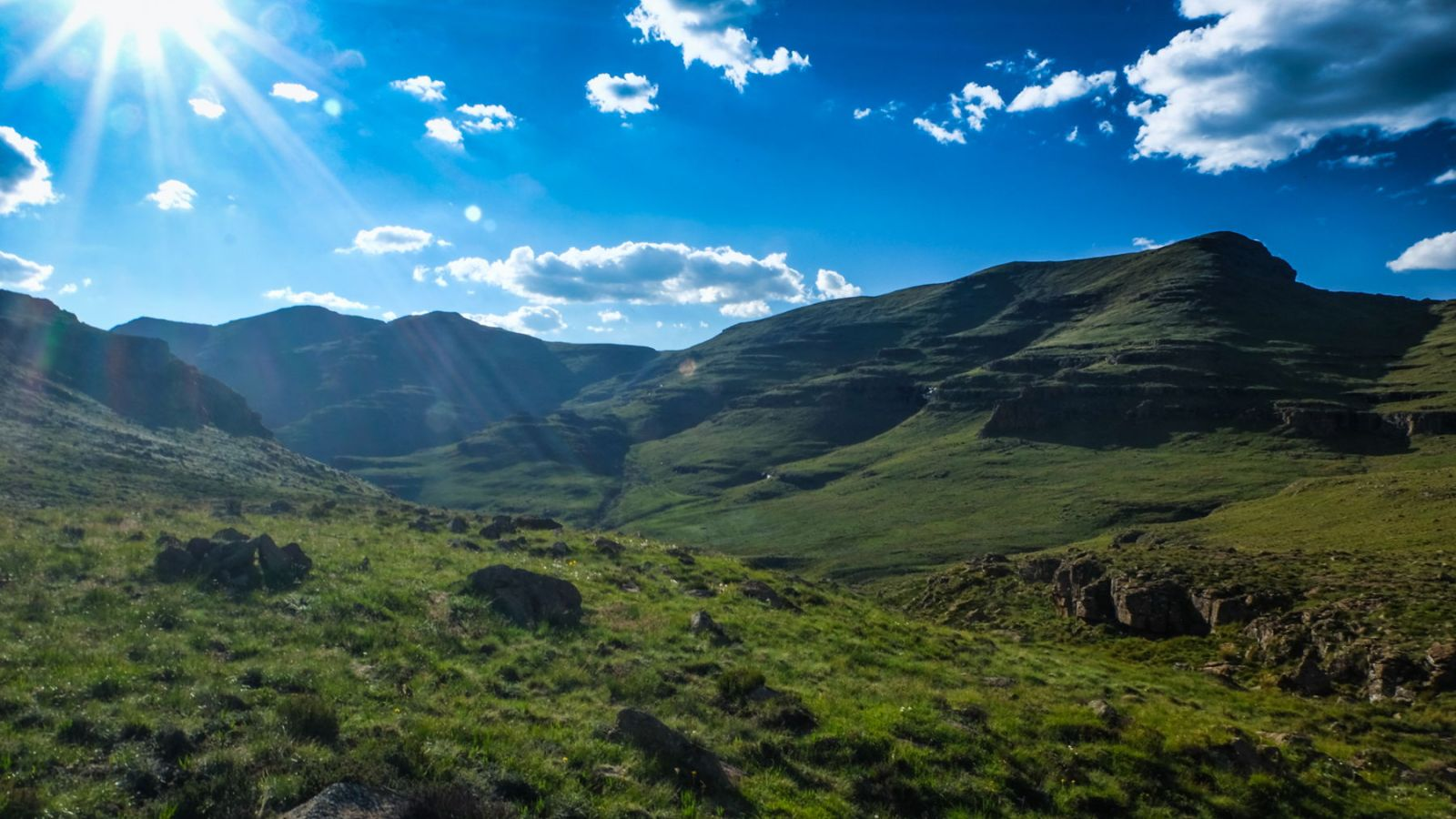 photo of the drakensberg mountains with blue sky