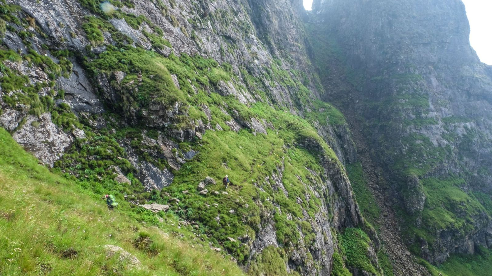 photo of a ledge with hiker on the trail in the drakensberg mountains