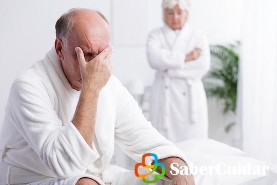 Hombre preocupado por fallas sexuales