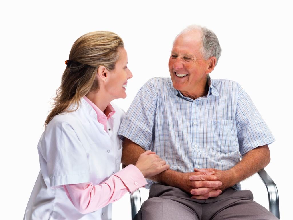 como cuidar ancianos en casa