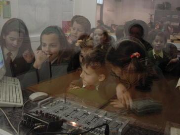 Los niños manejan bien los 'smartphones', pero no saben gestionar la información