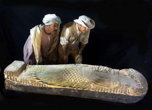 El-sarcofago-de-madera-pintado-en-vivos-colores-contiene-la-momia-de-un-hombre-llamado-Neb_image_380