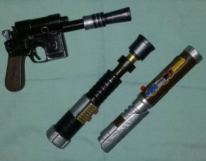 paper-lightsabers-realistic-lightsaber-blaster