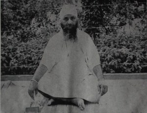 The above picture is of Sant Giani Mohan Singh Ji 'Azaad' who were a renowned Kathavachik of Rara Sahib. They had learnt their Vidya from Sant Giani Gurbachan Singh Ji Khalsa Bhindranwale and were responsible for writing the Jeevans of: Sant Karam Singh Ji (Hoti Mardan Wale), Sant Attar Singh Ji Reroo Sahib Wale, Sant Baba Chand Singh Ji (Katoo Wale) and Sant Baba Isher Singh Ji Maharaj (Rara Sahib Wale)