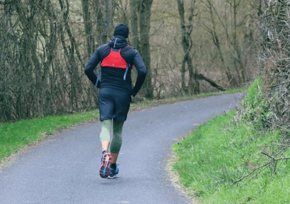 Quemamos más calorías corriendo que caminando
