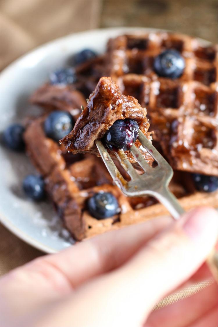 waffles (gofres) integrales de plátano y chocolate receta paso a paso