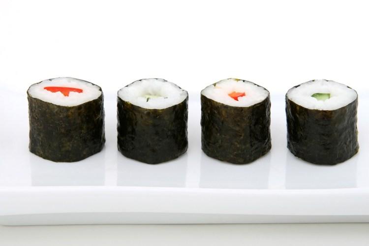 7 tipos de sushi que debes probar, aprende a identificarlos - Maki sushi