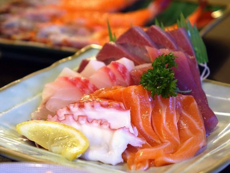 7 tipos de sushi que debes probar, aprende a identificarlos - sashimi sushi