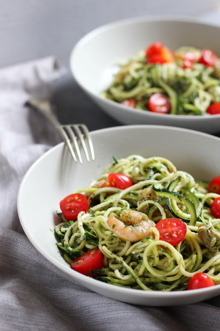zoodles (zuchinni noodles) - spaguetti de zapallito italiano (calabacin) con camarones y tomatitos cherry