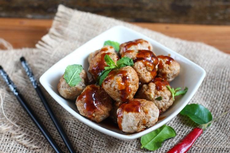Albóndigas asiáticas de cerdo con salsa agridulce