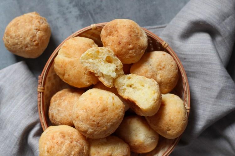 Pão de queijo (Pan de queso brasileño)