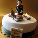 Pastel decorado con varias figuras de Harry Potter