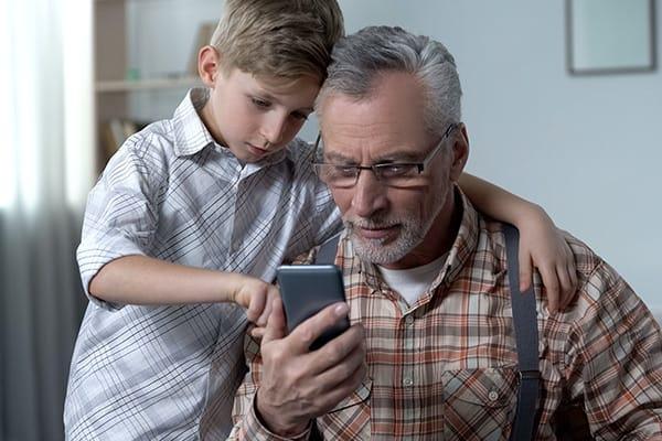 Los abuelos son maestros y alumnos a la vez