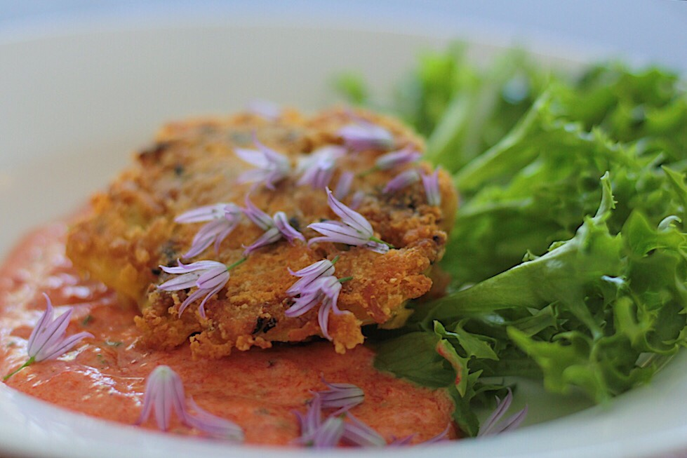 Crab Cakes with Red Pepper and Yogurt Sauce (Gluten free and Low Carb)