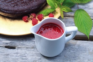 Raspberry Coulis with Cake