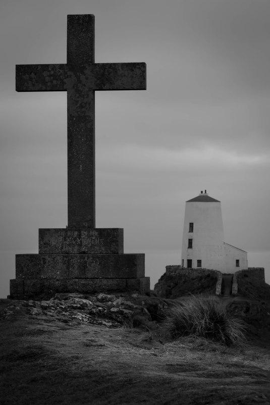 lighthouse-monochrome