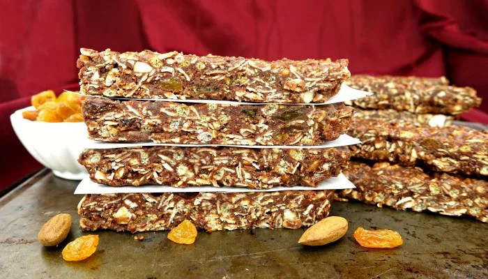 Soft and Chewy Gluten-Free Dark Chocolate Raisin Almond Granola Bars