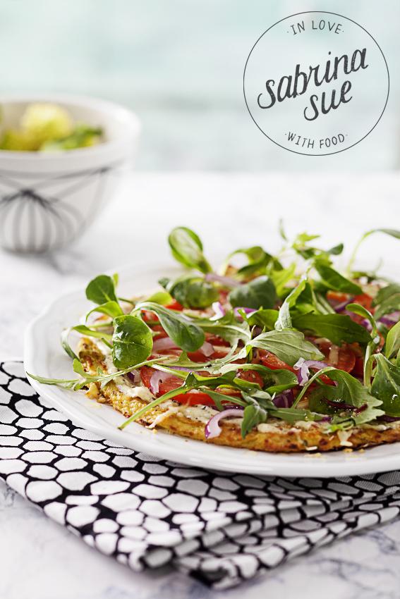 Low Carb Romanesco Pizza mit aromatisiertem Olivenöl
