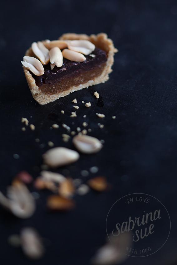 Raw Snickers Peanut Pie