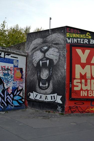 1 BERLIN 255