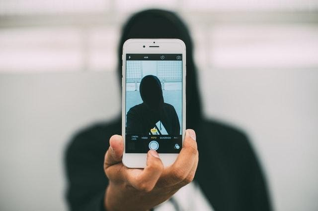 3 Reasons to Blog Anonymously Instead of Showing Your Author Bio