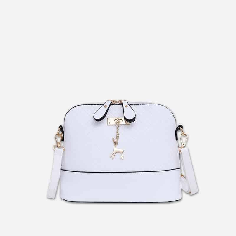 Petit sac à bandoulière en cuir blanc pour femme avec des parties dorées. Cerfsbag classic.