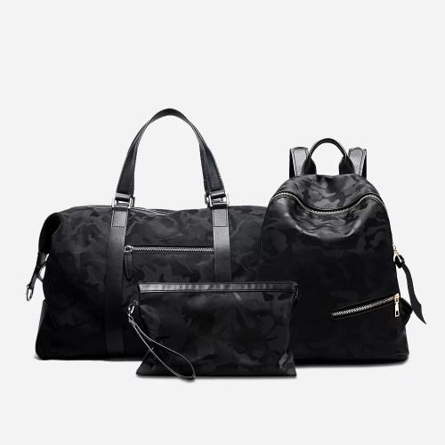 Set de 3 sacs pour homme noir camouflage composé d'un sac de voyage (sac weekend), d'un sac à dos et d'une pochette.