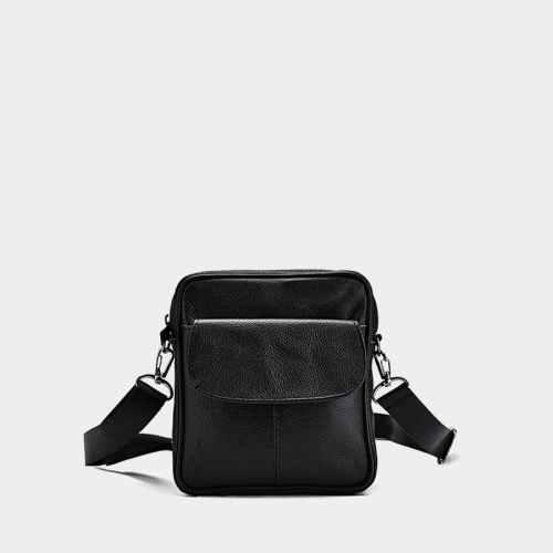 Petite sacoche trotteur homme en cuir noir véritable avec poche à rabat.
