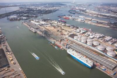 chemie schip antwerpse haven luchtfoto