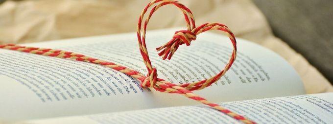 Tặng sách cho người yêu - Bí quyết thêm gia vị cho tình yêu