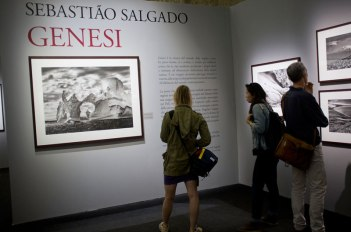 "SACI MFA in Photography students in Milan at the Sebastião Salgado exhibit ""Genesi"""