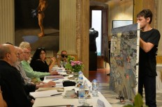 Painting by Pietro Manzo in front of the Figurativas Painting and Sculpture Competition Jury, 2015