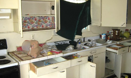 Dirty kitchen - photo from www.RosevilleandRocklin.com