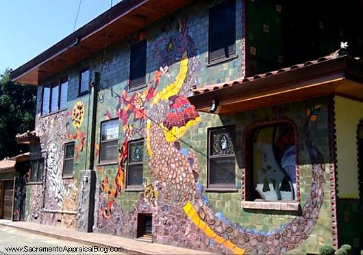 Dragon-house-in-curtis-park-sacramento-photo-by-Sacramento-Appraisal-Blog