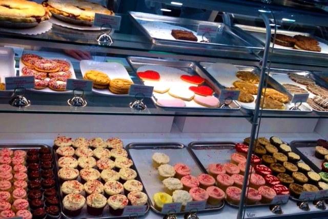 susie cakes display
