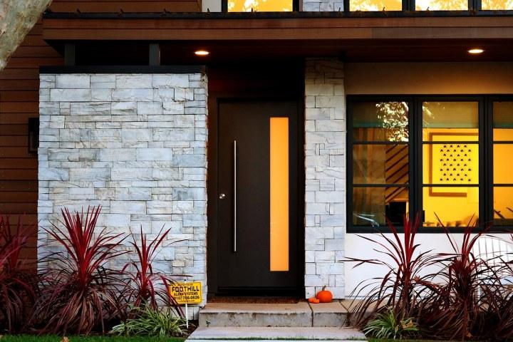 We call this a minimalist door decor