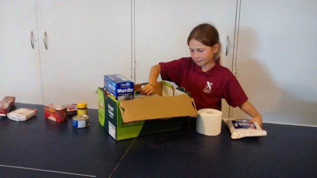 Making food parcels to donate and hundreds of other Advent ideas from around the world! | Sacraparental.com