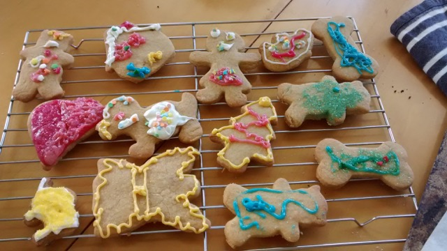 Home-made Christmas cookies and hundreds of other Advent ideas from around the world! | Sacraparental.com