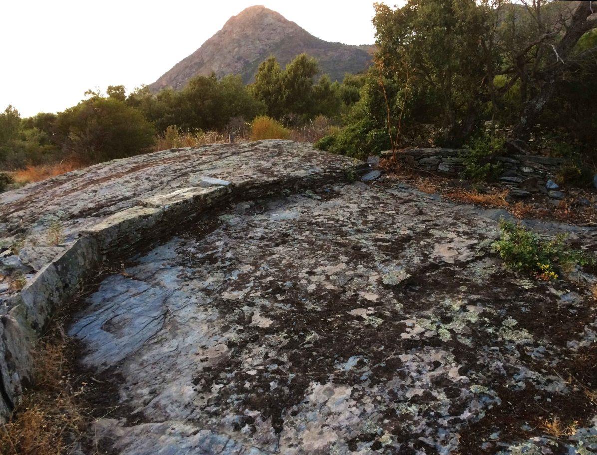 Sacré Cap Corse - Aire sur le chemin de Ficaghjola, hameau ruiné de Barrettali