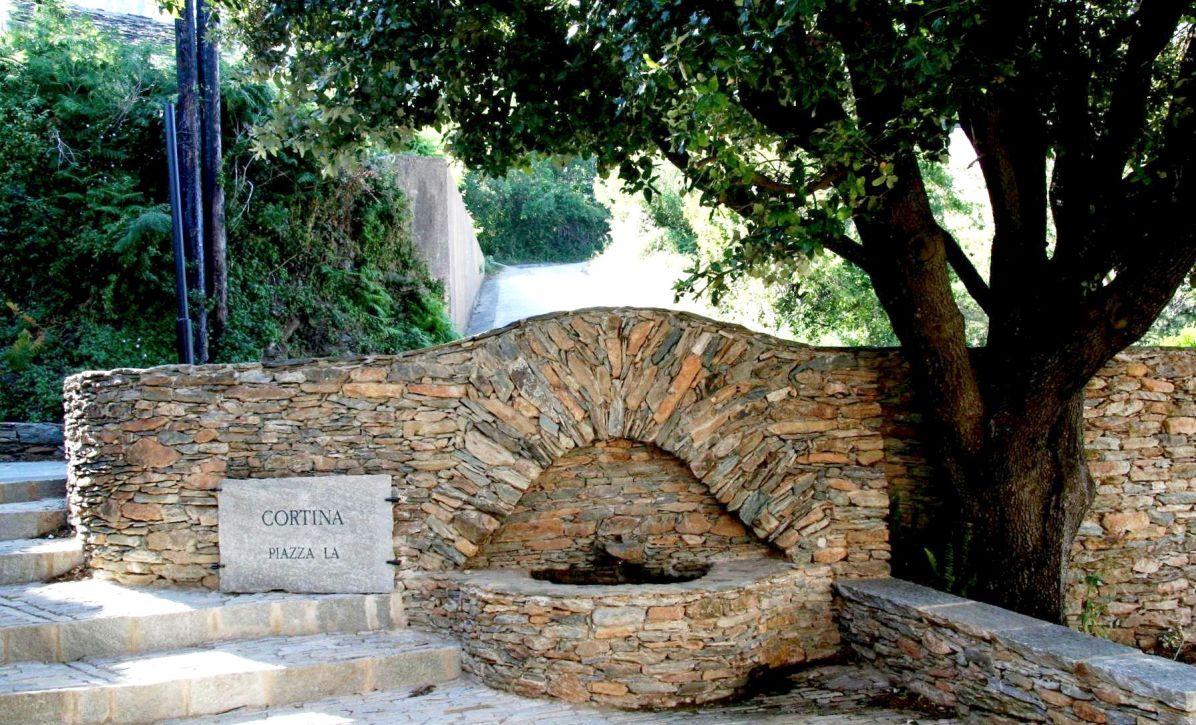 Sacré Cap Corse - Fontaine à Cortina, hameau de Pietracorbara