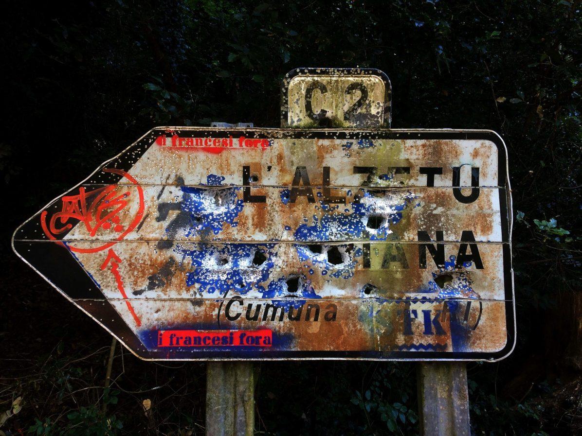 Sacré Cap Corse - Panneau routier à Luri