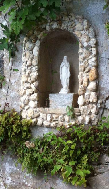 Sacré Cap Corse - Statue de la Vierge à la fontaine de Carbunaccia, hameau de Cagnano